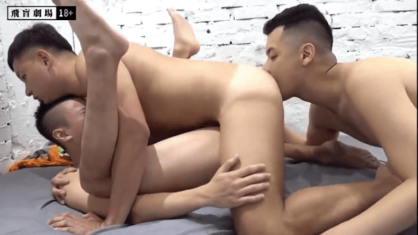 Sex gay threesome
